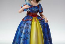 Disney :  Haute Couture de force & Precious Moments figurine