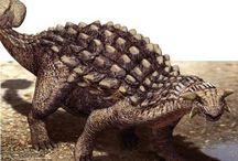 """Ankylosaurio / Vivió en el Cretácico superior, y su nombre significa """"lagarto acorazado""""."""