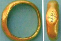 Feliratos gyűrűk