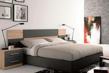 camas de madera blancas