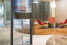 Expositores / Expositores con perfilería de aluminio lacado al horno. Ideales para interiores en centros comerciales, oficinas, edificios empresariales, tiendas, ferias, etc.
