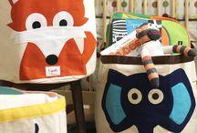 Opbevaringskurve og kasser /  Brug disse dejlige opbevaringskurve, opbevaringskasser og vasketøjskurve til opbevaring af legetøj, bøger eller andet.