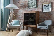 Aranżacje mebli w stylu glamour / Aranżacje w salonie Decolor wiosna 2015 z produktami konsole ze szkła, obrazy w lustrzanych ramach, stól w stylu amerykańskim Larysa