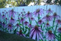 gard vopsit cu flori
