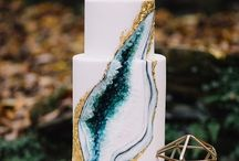 2017 Wedding Cake Trends / Talk about innovating when it comes to wedding cakes. These show stopping trends are definitely going to set the bar high for the reception!