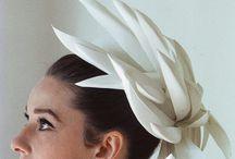 šaty klobúky fascinátory
