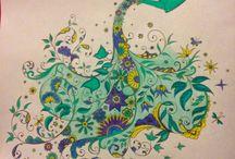 Trabajos  / Pinturas que realizo en mi tiempo libre. Jardín secreto, El bosque encantado y El Océano perdido.
