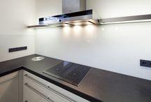 Skleněné obklady v kuchyni