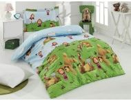 Lenjerii de pat copii / Atunci cand cauti lenjerii de pat copii ideale pentru dormitorul prichindeilor, sunt cateva aspecte de care ar trebui sa tii cont. Pe langa imaginea sau imprimeul frumos, principalul lucru la care trebuie sa te uiti este materialul. Alege intotdeauna lenjerii de pat copii din materiale naturale, precum matase sau bumbac, deoarece acestea ajuta organismul sa se relaxeze si sa se simta confortabil. Numai asa copilul tau va reusi sa obtina un somn de buna calitate si sa se trezeasca odihnit.