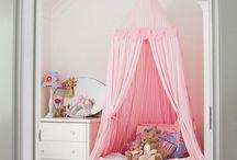 Habitaciones infantiles / Habitaciones y dormitorios infantiles de todas las temáticas, pasando por minimalistas hasta las más cargadas con castillos de princesas incluidos.