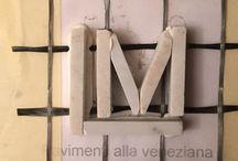 Pavimento alla veneziana, richiamo ai primi del '900. / Realizzazione di pavimento in seminato alla veneziana, con fascia perimetrale verde Alpi, controfascia bianco di Carrara e campi tura centrale che richiama cromaticamente un pavimento esistente.