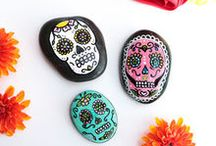 Halloween Painted Rocks / Rock Painting Guide presents Halloween Rock Painting Ideas, DIY, Crafts!