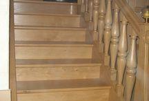 Réalisation d'un escalier en mini spot LED / Réalisation client : balisage d'un escalier en bois à l'aide de mini spot LED. L'installation est muni d'un détecteur de mouvement en bas et en haut de l'escalier pour un allumage automatique.  Infos produits : http://www.leclubled.fr/mini-spots-encastrables/124-pack-6-mini-spots-led-0617037017286.html