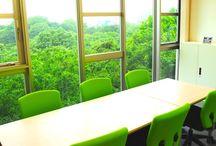 駒込レンタルスペース / 駒込駅から徒歩3分の教室型レンタルスペースです。教室からは六義園が一望できます。 https://www.instabase.jp/rooms/komagome