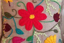 almohadon  arpillera bordado