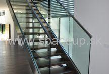 Schody / elegantne schodisko - sklenené zábradlie uchytené v nerezovej schodnici doplnené o štvorcové nerezové madlo www.spaceup.sk