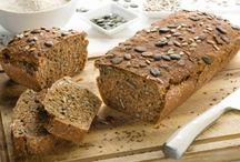 Brot & Gebäck / Nichts geht über den Duft von frisch gebackenem Brot! Dabei ist ganz egal, ob ein saftiges Vollkornbrot, Olivenbrot oder gefülltes Brot fürs Picknick, ob herzhaftes Bauernbrot, Weckerl oder Semmeln, ob Schwarzbrot oder Weißbrot, oder Burger Buns und Baguette. Hier gibt es nichts, das es nicht gibt! Noch mehr Brot & Gebäck Rezepte findet ihr auf unserer Website!