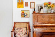 Sala com piano de parede