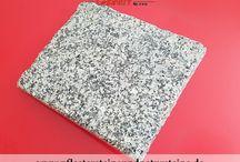 Gartenplatten, Gehwegplatten, Krustenplatten, Terrassenplatten usw. aus Natursteinen... / Gartenplatten, Krustenplatten, Gehwegplatten, Fassadenplatten, Abdeckplatten, Terrassenplatten aus Natursteinen können diverse Farben, Formate usw. haben. Die Vielfalt von diesem Sortiment ist sehr breit…rohe Platten, gesägte, geflammte Platten und vieles mehr... Gratenplatten usw. werden aus unterschiedlichen Natursteinen hergestellt.