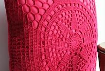 """Szydłkowe poduszki i pledy / Kolekcja projektów szydełkowych pledów,narzut,kap oraz powłoczek na poduszki typu """"Jaś""""oraz  ich schematy graficzne. / by Lucyna Siring"""