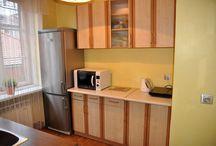 Apartament brązowy krakow / Apartament Brązowy to duży i ekskluzywny apartament jednopokojowy (tzw. studio) z kuchnią oraz łazienką, o całkowitej powierzchni 34 m2. Pokój o metrażu 20 m2 wyposażony jest w dwa łóżka, jedno pojedyncze i jedno podwójne + łóżko rozkładane dla dodatkowej osoby. W pokoju do dyspozycji mamy TV LED, TV satelitarną, DVD, zestaw kina domowego, radio, internet bezprzewodowy