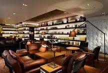 ブックカフェ / 世界中にあるおしゃれなブックカフェの内装例。本を使った本棚の装飾事例。