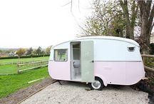 Caravan in de tuin