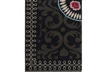 Dywany wełniane / Najpiękniejsze dywany wykonane z wełny. Warto również zwrócić uwagę na sposób wykonania, ponieważ część dywanów jest tkana ręcznie. Niebagatelne wzory, obok których nikt nie przejdzie obojętnie.