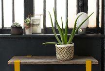 ENTREE - ENTRY / Différentes inspirations pour l'aménagement d'une entrée de maison ou d'appartement grâce aux pieds de table modulables et accroches murales TIPTOE. Créez un meuble coloré et industriel pour une entrée originale et moderne.