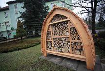 """""""Bee City"""" Radlin ! / Miasto przyjazne pszczołom i owadom zapylającym ! :) Wiosną 2016 roku w Radlinie pojawiły się piękne, """"hotele dla owadów"""". To element strategii działań miasta w temacie ochrony owadów zapylających w Radlinie.  At spring 2016 in the Radlin appeared some great insect hotels to protect bees in the city area. It's part of city strategy of help insects in Radlin."""
