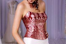 Vestidos de novia con toque de color / Vestidos de novia blancos con un toque de color, bordados, cintas y otros detalles / by Porque te casas .