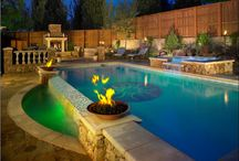 Mosaic Tile Swimming Pool / Here is an originally designed pool featuring a mosaic glass tile medallion in Plano, Texas.