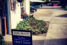 Una Bhan Traditional Craft Shop / Una Bhan Tourism Co-operative runs a Traditional Craft Shop in the Grounds of King House showcasing locally produced crafts aswell as operating an approved accommodation booking service.