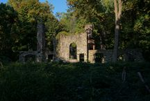 Abandoned Homes / Architectural ruins of residential structures.