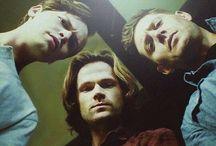 """""""Dean.W/Sam.W.Jack/ Nephilim"""".Jensen Ackles et Jared Padalecki and Alexander Calvert / c'est se trio que je mets à l'honneur,leurs relations, dans cette formidable saison 13 inédit de Supernatural.qui est vraiment génial et tellement bien.Miss Dean."""
