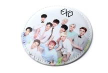 Korean Pop Star Hand Mirror / Korean Pop Star Hand Mirror