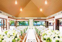 ハウテラスチャペル・アット・ハレクラニ / ハワイ・オアフ島「ハウテラスチャペル・アット・ハレクラニ」のウェディングボード。  世界の花嫁が憧れるラグジュアリーホテル、ハレクラニ。その至上に館に、2016年9月、オーシャンビューの挙式会場「ハウテラスチャペル」が誕生。 ワイキキの美しい海を一望できるこの会場が、シック&ナチュラルな大人のハワイウェディングを実現します! 挙式後は隣接のラナイでアフターセレモニーを、そしてホテルレストランでは美食パーティーもお楽しみいただけます♡