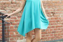 Zwiewne sukienki /  Sukienka bardzo stylowa i kobieca, zachwyca swoją lekkością  Wykonana z miłego w dotyku materiału doskonałej jakości  Super modny trapezowy krój, który idealnie pasuje do każdej sylwetki  Zwiewny luźny fason tuszuje niedoskonałości sylwetki