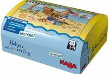 Haba spellen / Vrolijke speelpret voor het hele gezin. Bij het spelen met de ouders genieten de kinderen vooral van een ding; het gevoel belangrijk te zijn! Wat er ook gespeeld wordt, een kaart- of bordspel, memorie- of behendigheidsspel, veel plezier is gegarandeerd! Zo en passant leren en oefenen zij met spellen belangrijke sleutelvaardigheden; concentratie, spraak- vermogen, geheugen, geduld en inlevingsvermogen.