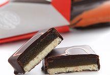 Nos chocolats de Fête des mères / Délicats, tendres et gourmands, nos chocolats pour fêter les mamans sont de vrais moments de bonheur.