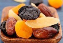 1 плод инжира (смоковницы)5 сушеных абрикосов (кураги) 1 плод чернослива