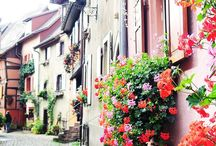 Holidays in France - Inspiration + Essential Travel Guides / Looking for travel inspiration and ideas for your trip to France? Voila! We have all the essential travel guides for a fantastic trip to France. From the grand city of Paris to the small romantic chateau in Eguisheim, we'll help you navigate France's romantic roads and stunning landscape. Get ready to fill up on wine, food, and beauty on your holiday in France!