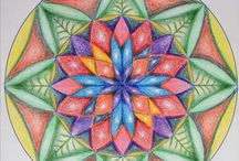Mijn mandala's / Deze mandala's zijn door mij gemaakt met afwisselend Lyrakleurpotloden, fineliners, viltstiften, ecoline en fineliners. Doel is ontspanning, creatief uiten, zelfonderzoek, altijd weer op zoek naar vormgeving, geometrie, intuitief werken en unieke kleurcombinaties vinden.