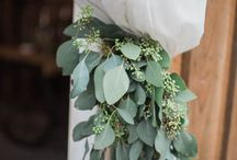 Organic wedding decor / Foliage texture and interesting florals to give an organic, informal look