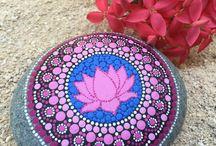 Lotus op steen