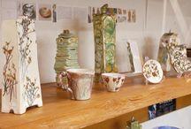 フィレンツェの陶芸家パオラ・スタッチオリさん / イタリア、フィレンツェの陶芸家PAOLA STACCIOLI(パオラ・スタッチオリ)さんの作品をご紹介しています。 PAOLAさんは、現在ヨーロッパ全土で活躍中。 独特な色使いと形の陶器は、 お部屋のオブジェに最適です。