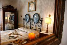 Le stanze / Soggiornare a Villa Cicchi è come fare un salto indietro nel tempo, pur senza rinunciare alle comodità contemporanee.