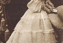 XIX ca1850 laces/dentelles / XIX ok. 1950 suknie koronkowe