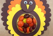 Thanksgiving Decorations and Crafts / DIY crafts and decorations for Thanksgiving.  / by Hungry Happenings - holiday recipes and party food