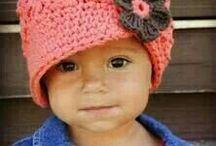 Вязаные крючком детские головные уборы